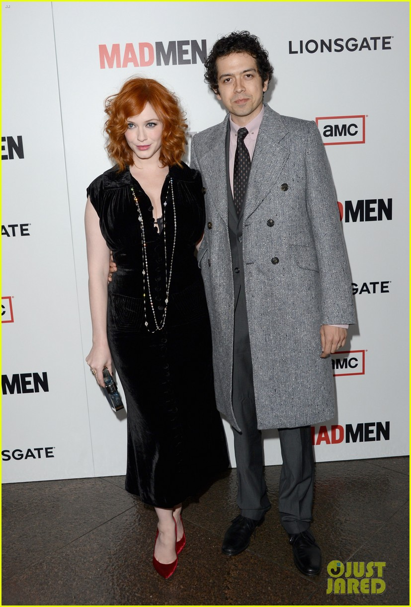elisabeth moss christina hendricks mad men premiere 02