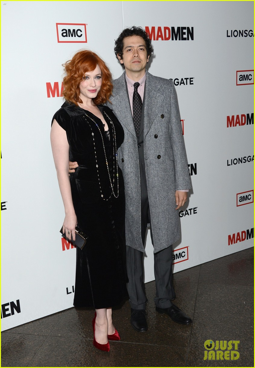 elisabeth moss christina hendricks mad men premiere 182834789