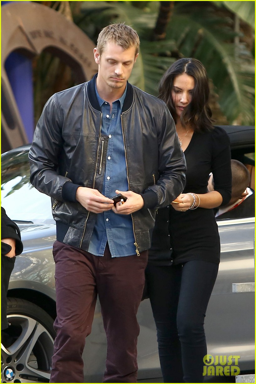 olivia munn joel kinnaman lakers lovebirds 09