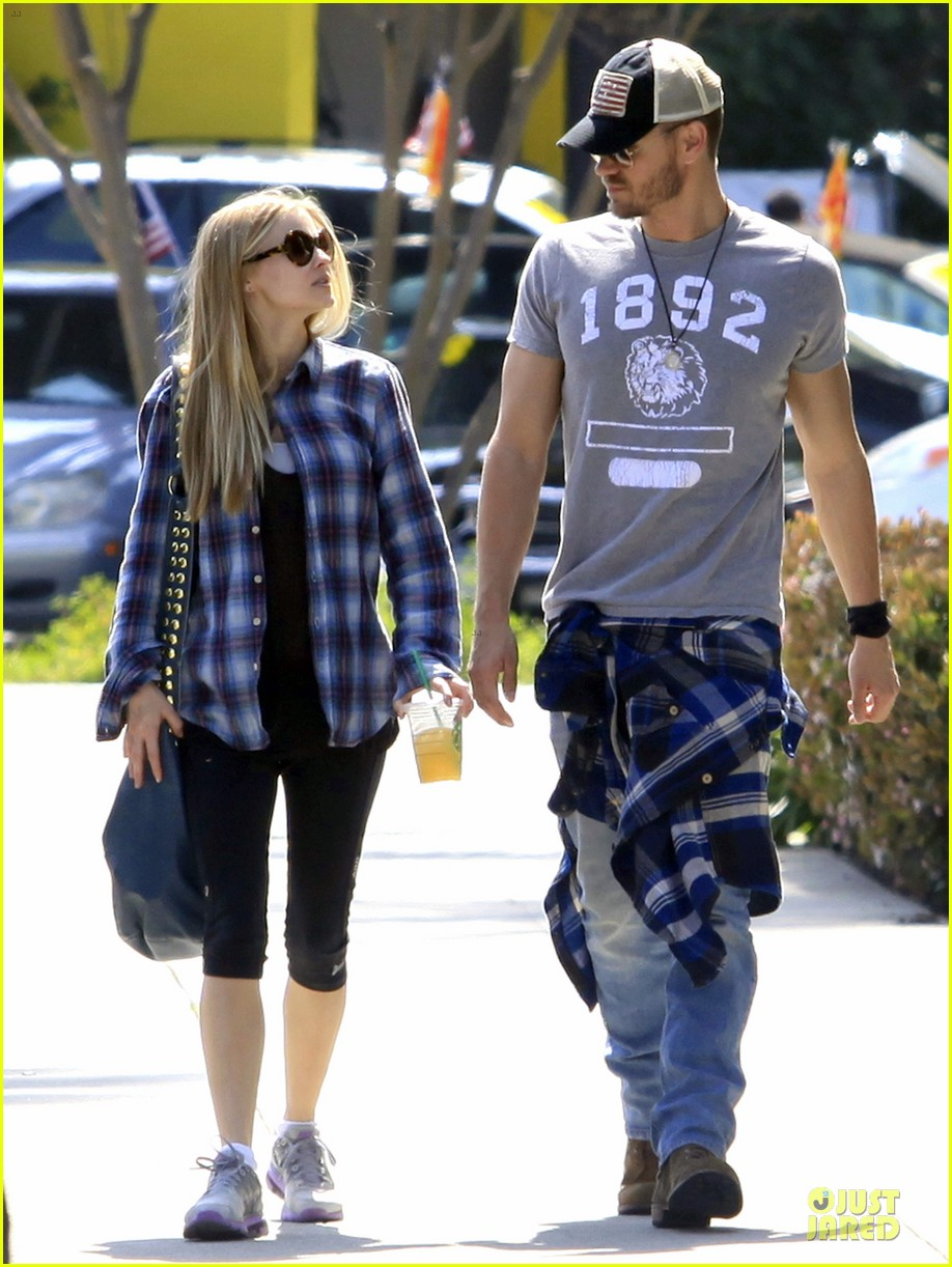 chad michael murray kenzie dalton plaid matching couple 01