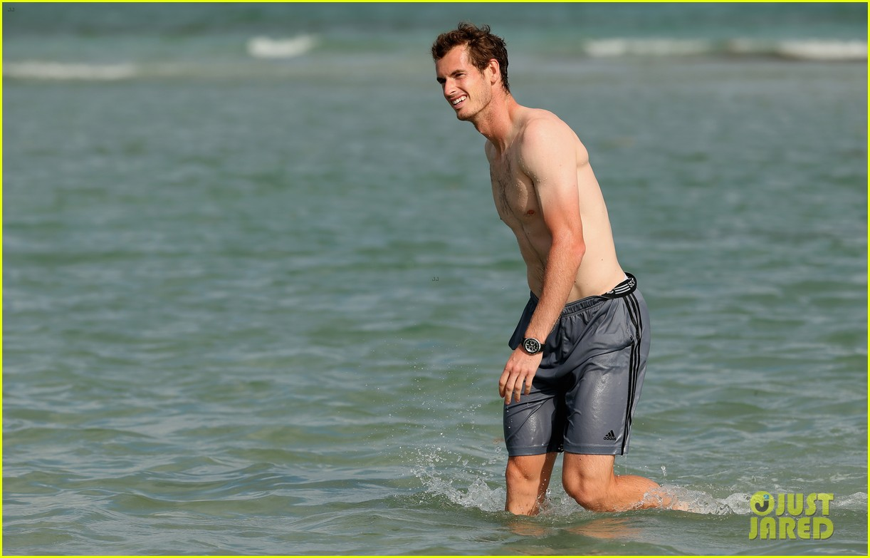 andy murray shirtless victory swim after sony open win 212841171