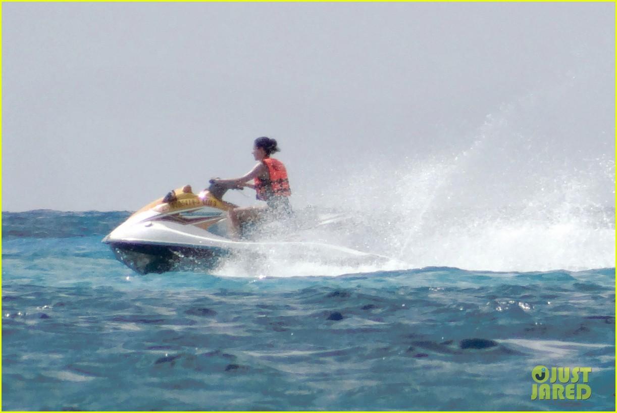 rafael nadal shirtless beach vacation with maria perrello 18