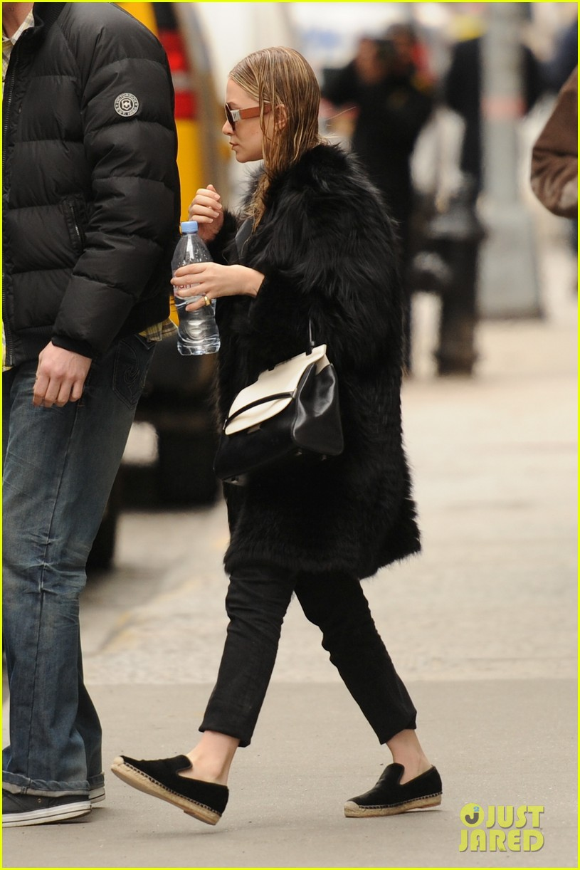 ashley olsen wet hair in the big apple 01