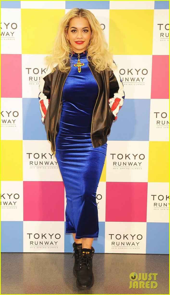 rita ora tokyo runway fashion show 05