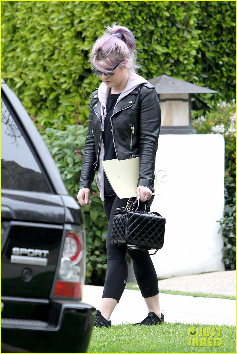 kelly osbourne steps out post seizure hospitalization 052832536