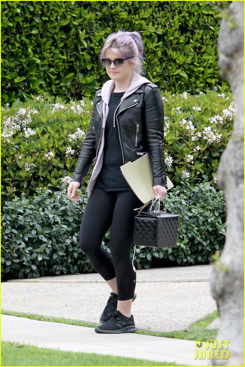 kelly osbourne steps out post seizure hospitalization 082832539