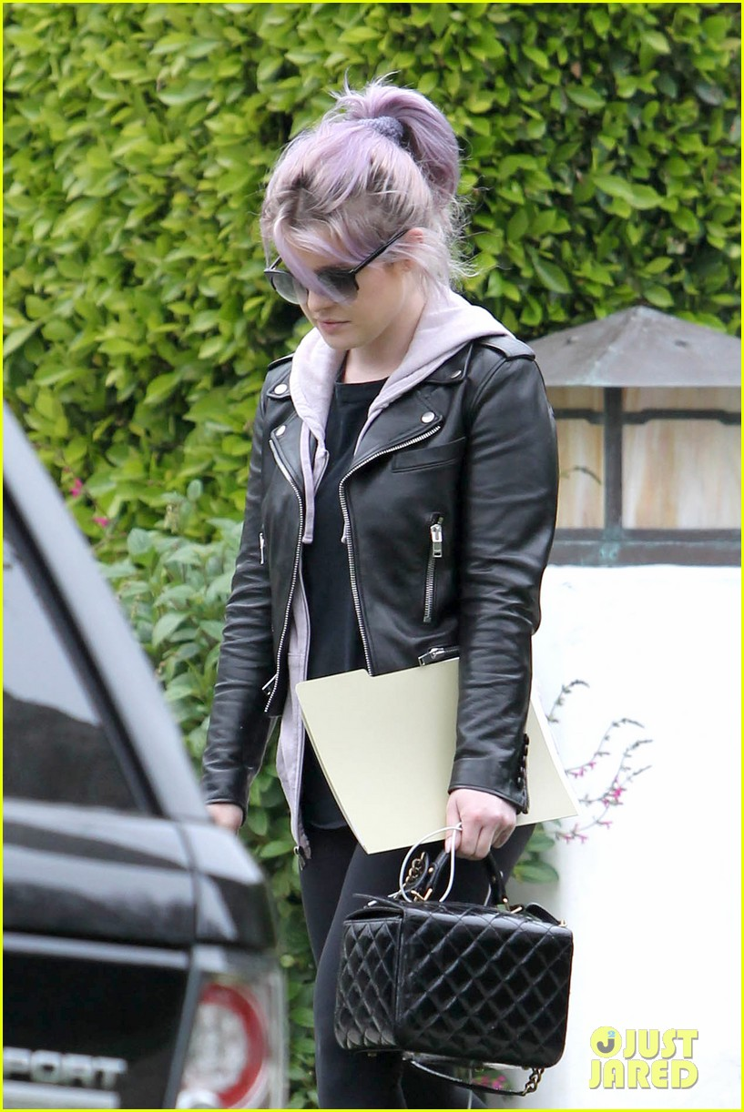 kelly osbourne steps out post seizure hospitalization 102832541