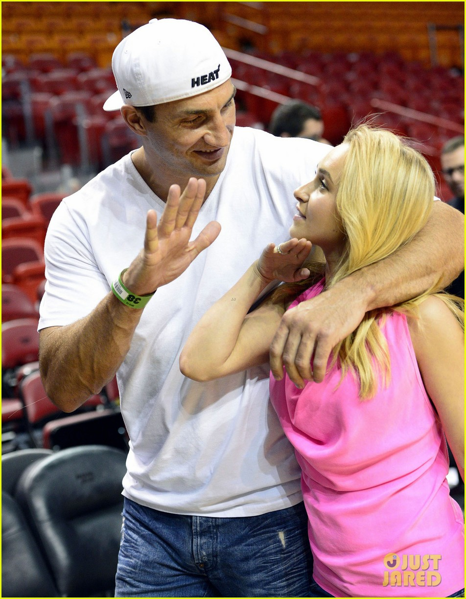 hayden panettiere miami heat game with wladimir klitschko 02
