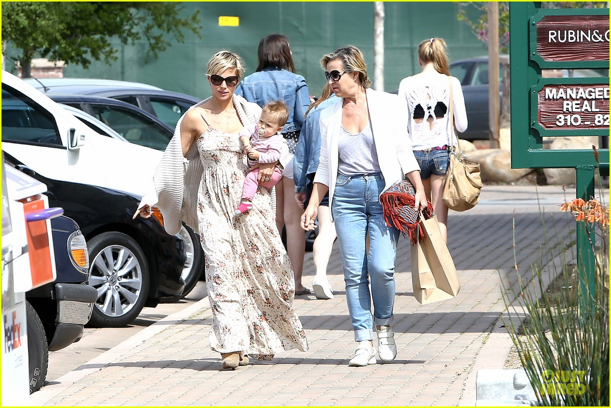 elsa pataky india taverna tony with mom cristina 20