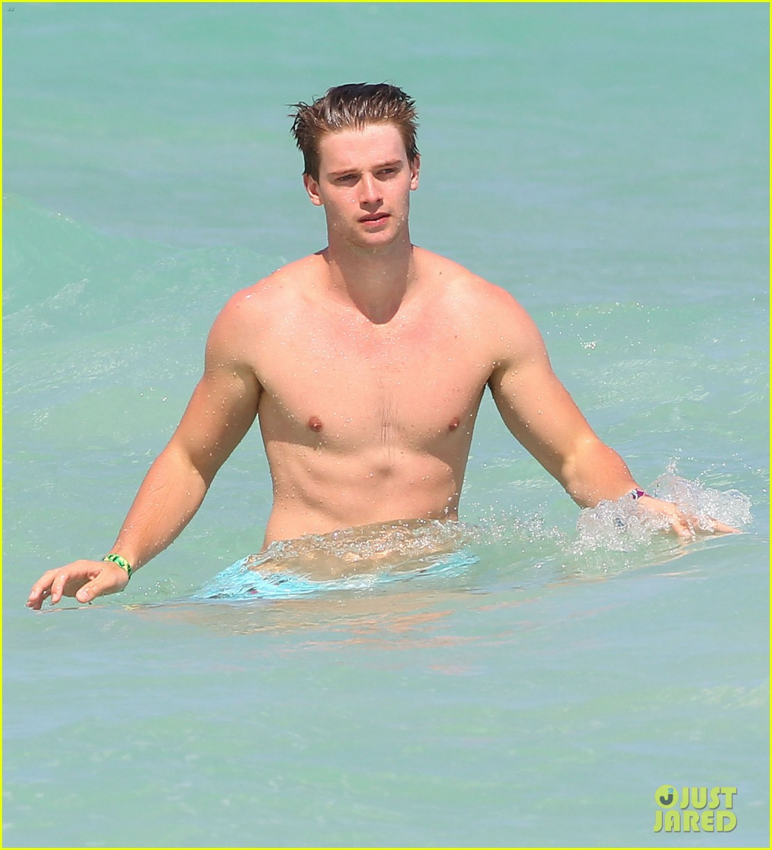 patrick schwarzenegger shirtless beach football 08