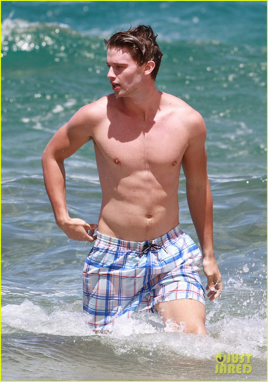 shirtless patrick schwarzenegger kissing taylor burns 322839396