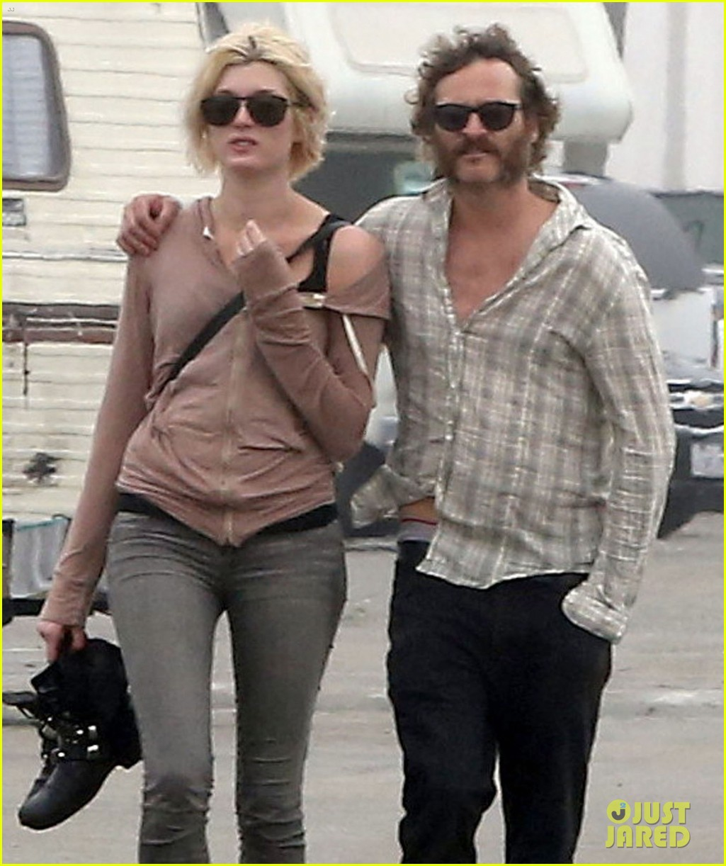 joaquin phoenix barefoot stroll in venice with heather christie 062829805