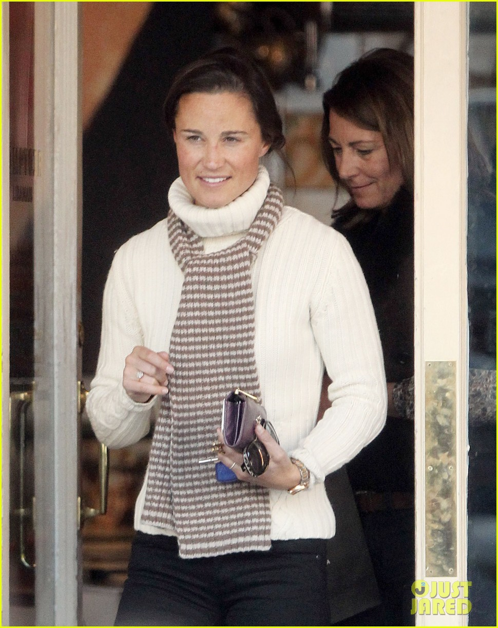 pippa middleton comptoir lunch with mom carole 09