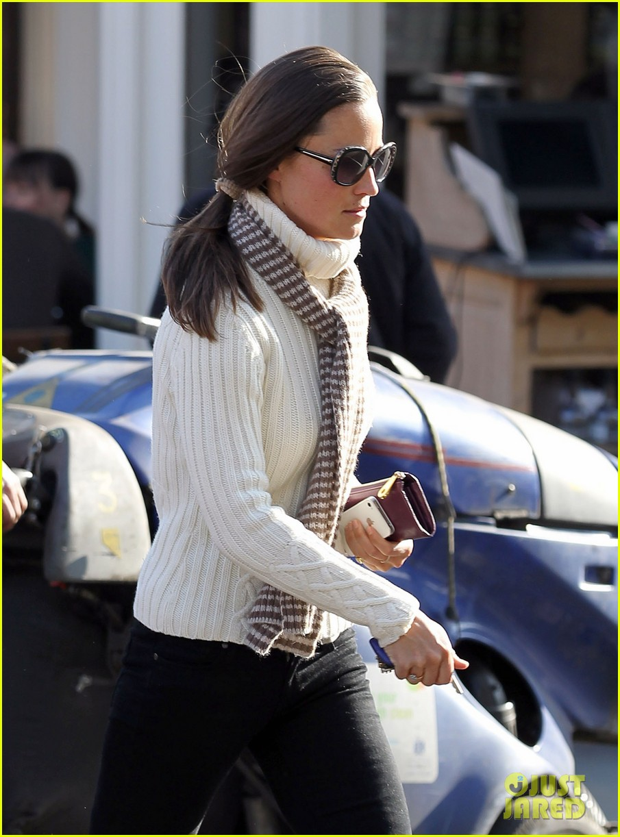 pippa middleton comptoir lunch with mom carole 12