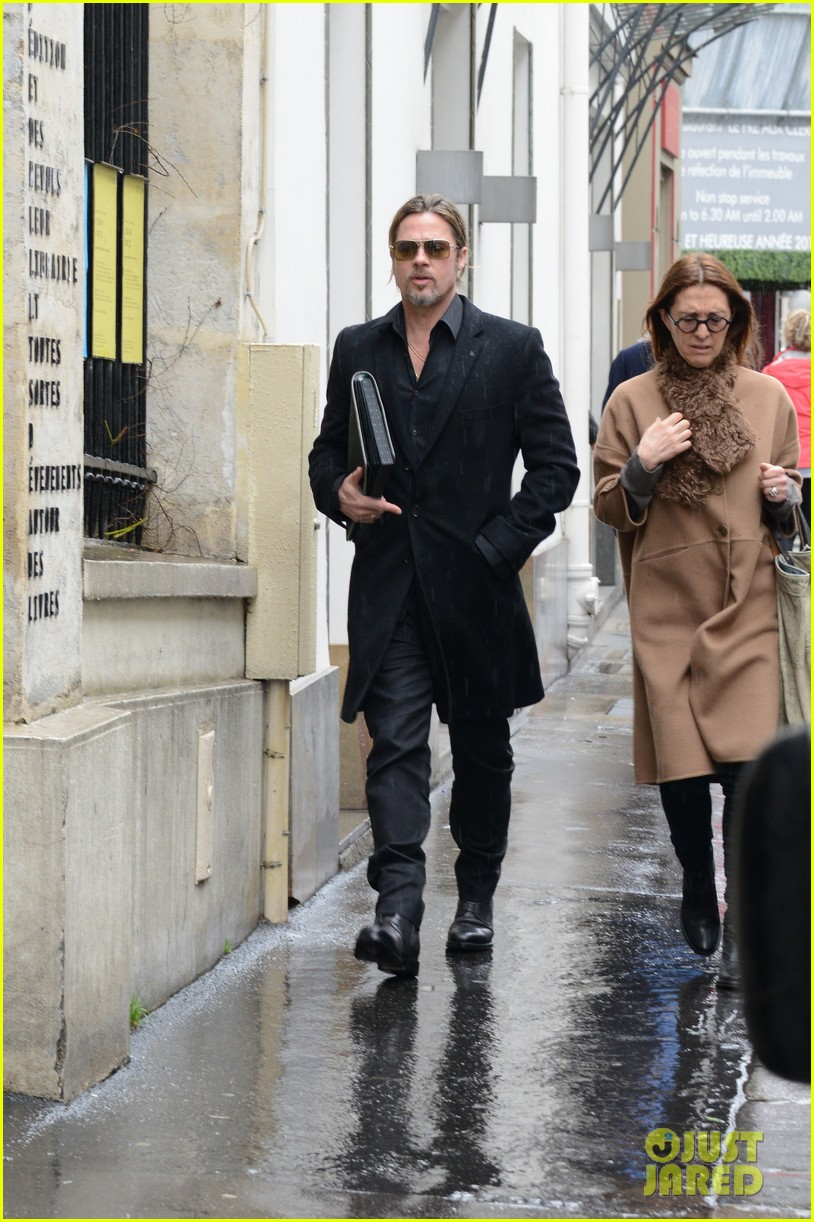 brad pitt furniture shopping in paris 01
