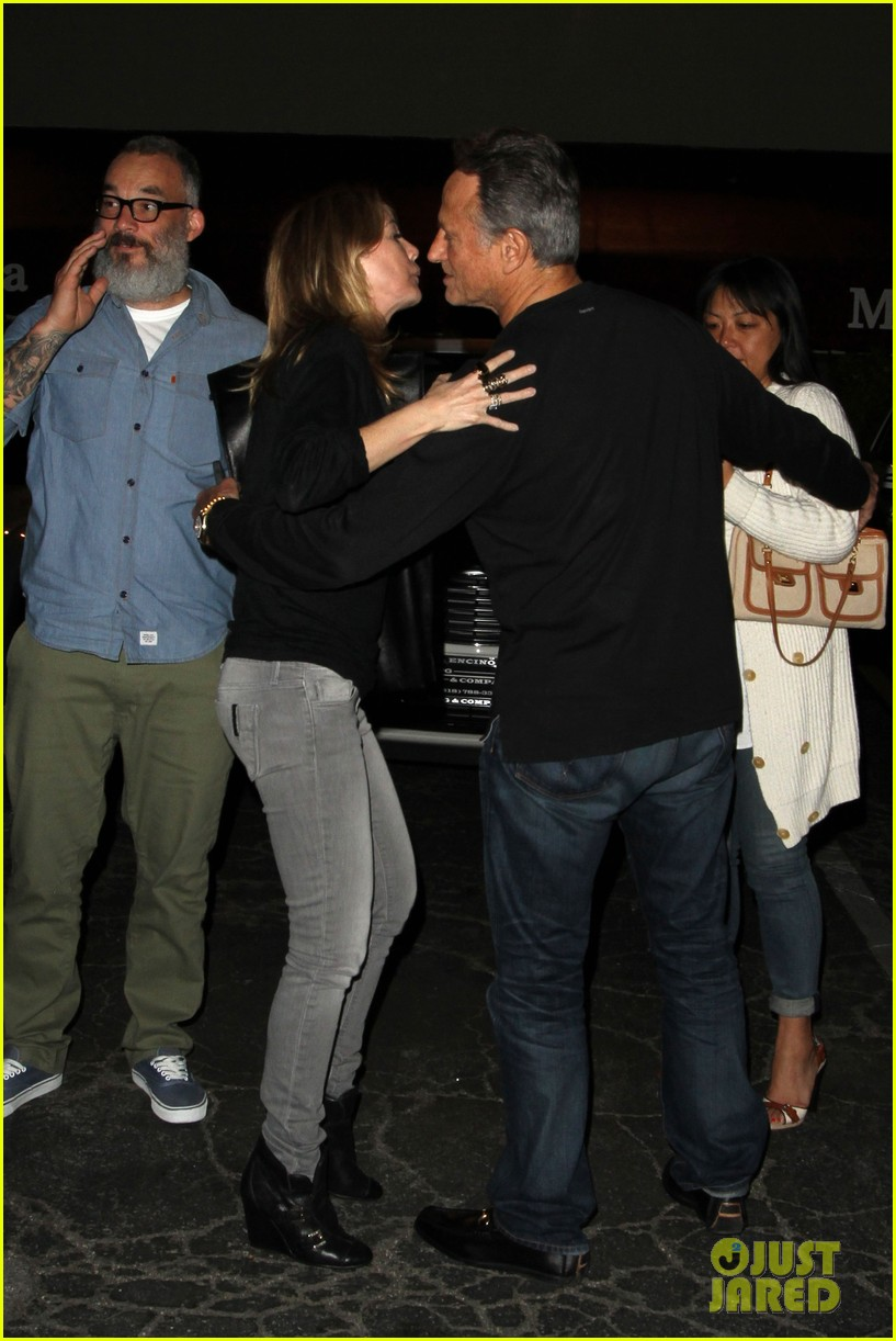 ellen pompeo chris ivery date night kisses 15