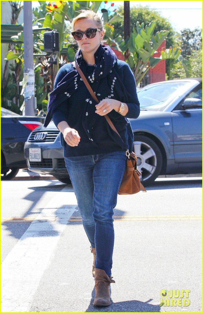 reese witherspoon sunday shopping spree 08