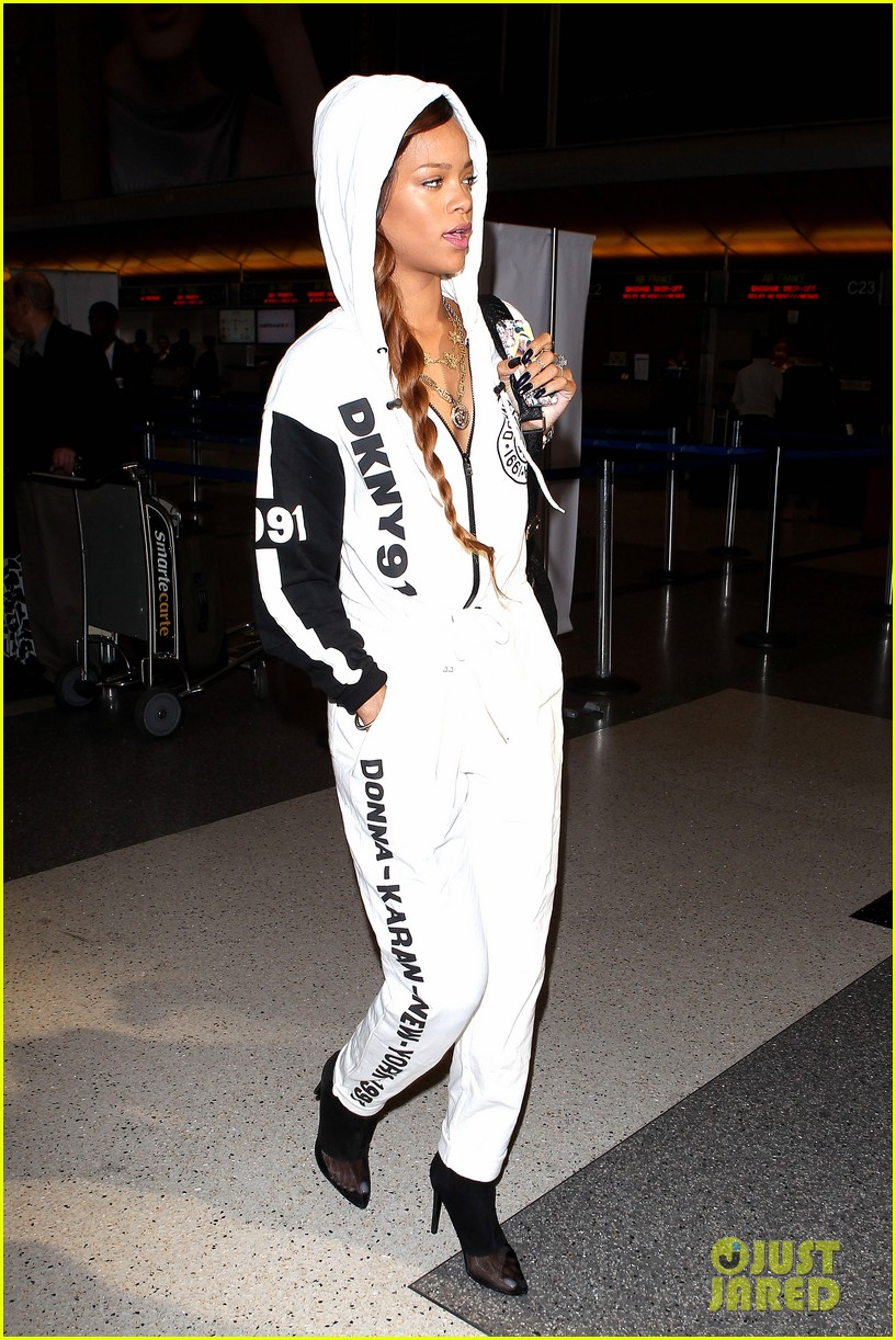 rihanna all white lax departure 01