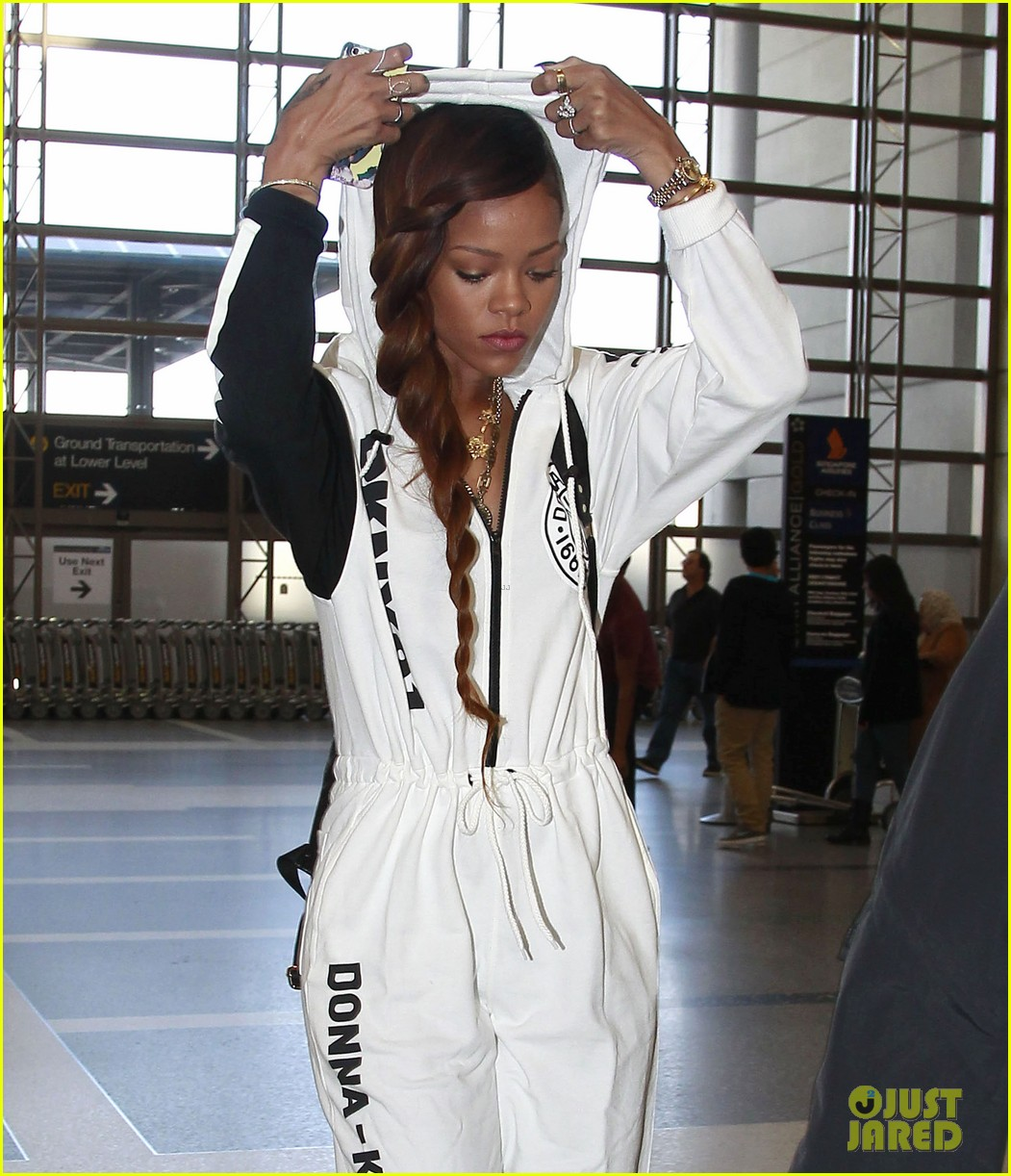 rihanna all white lax departure 12