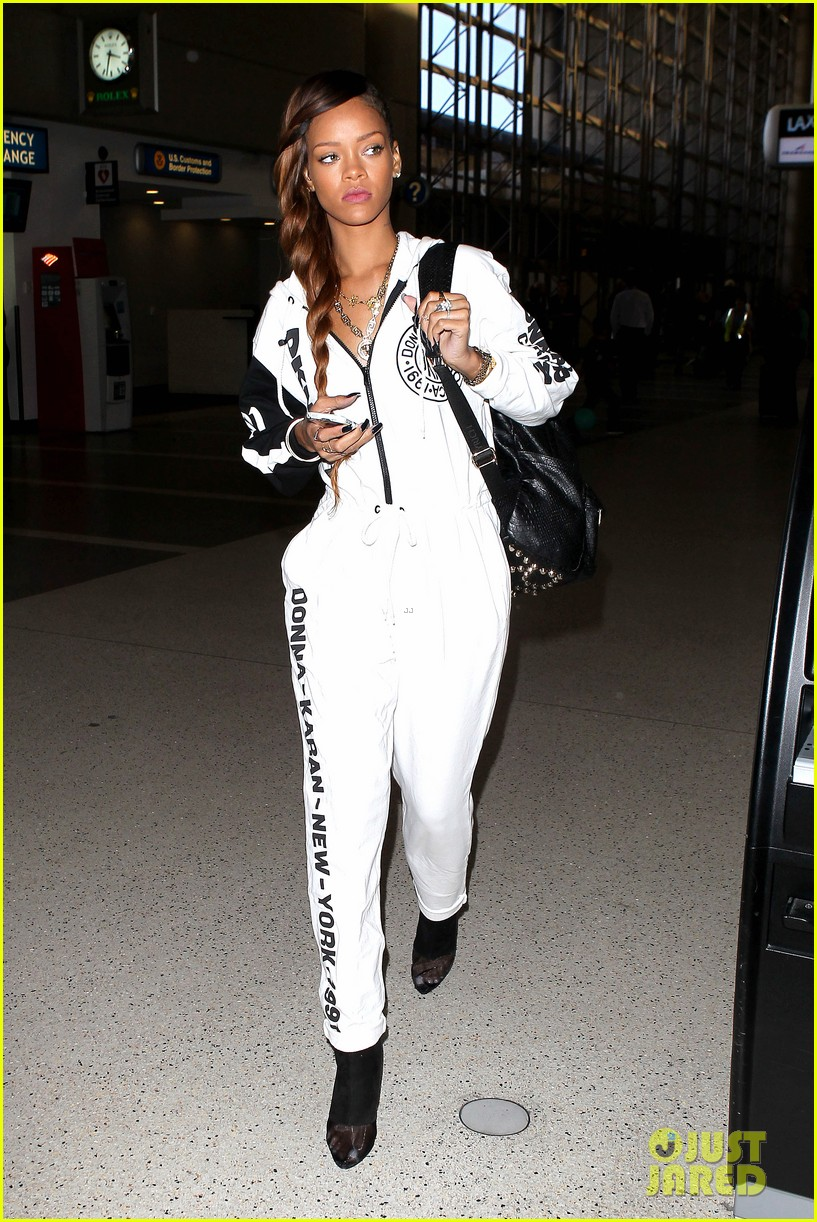 rihanna all white lax departure 232824548