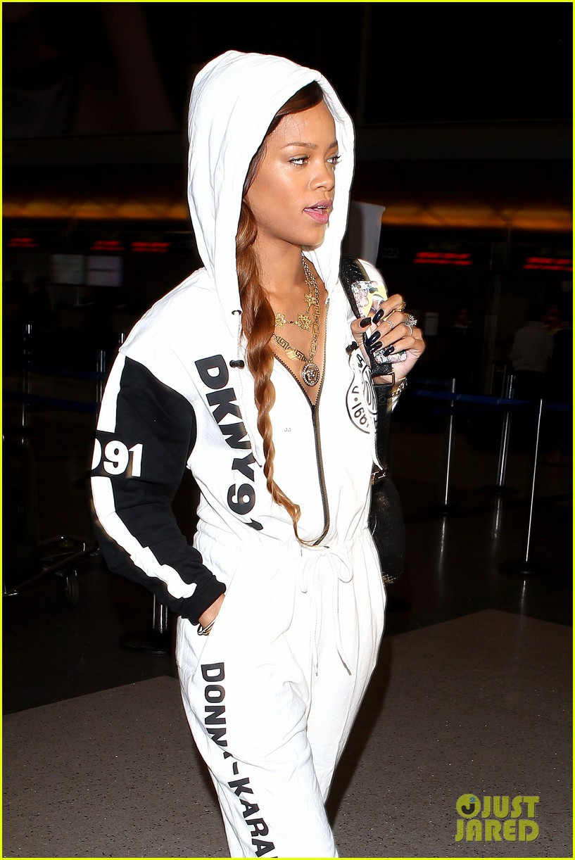 rihanna all white lax departure 24