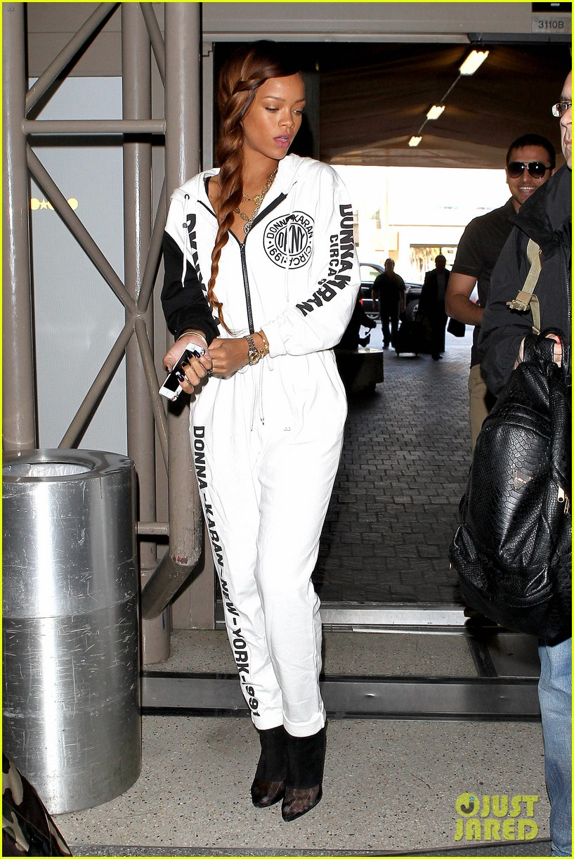 rihanna all white lax departure 28