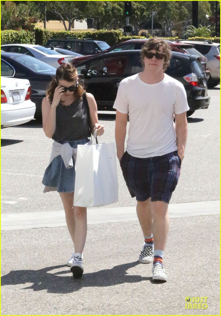 emma roberts evan peters samys camera couple 172840547