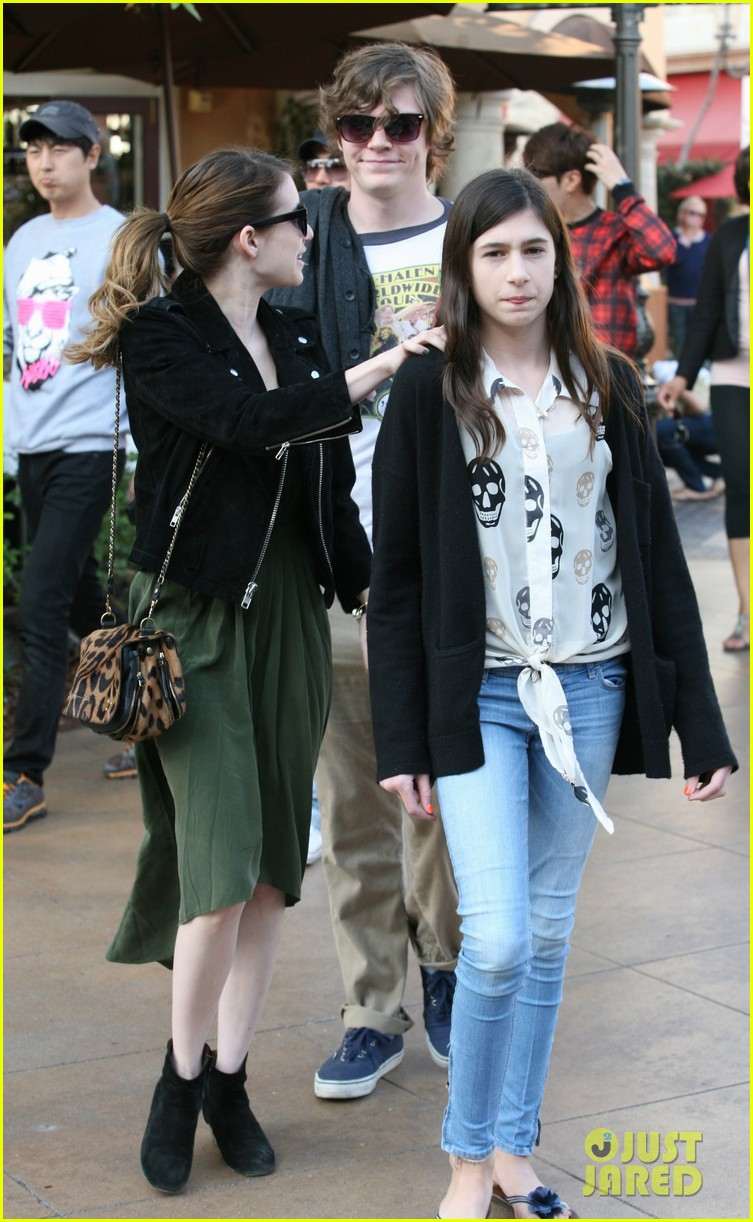 emma roberts evan peters the grove outing 06