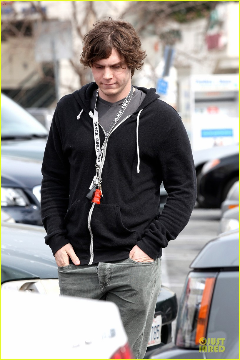 emma roberts evan peters cvs pharmacy stop 14