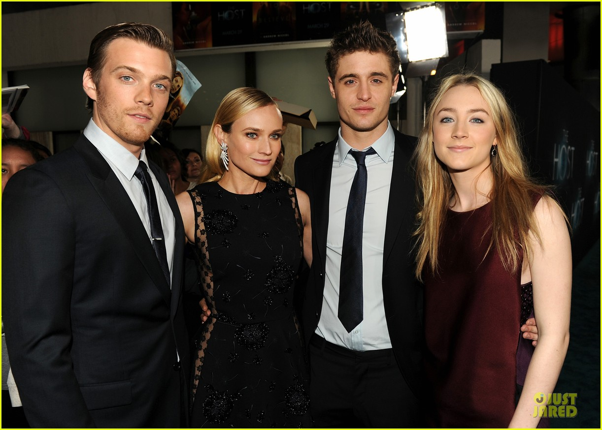 saoirse ronan max irons the host hollywood premiere 02