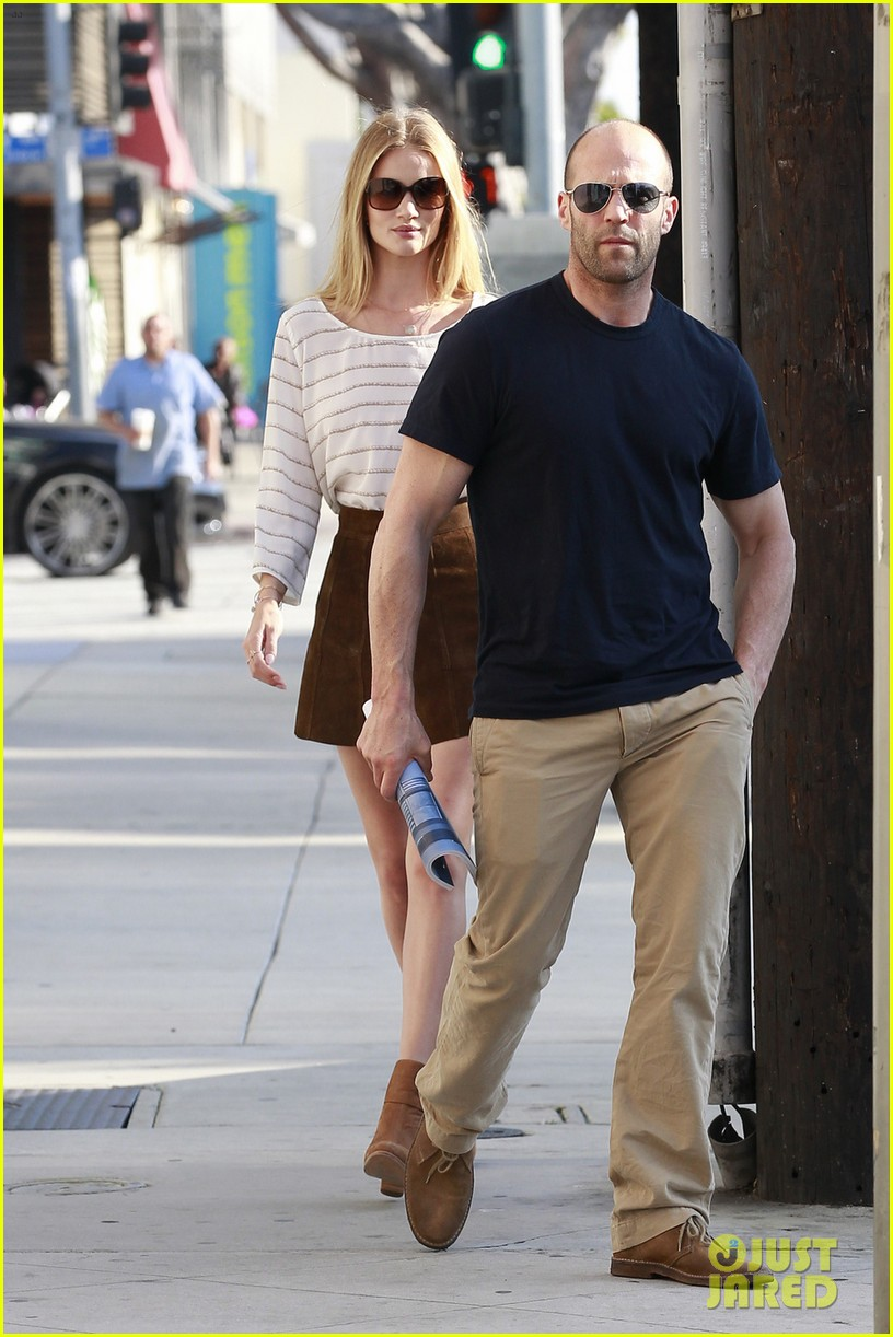 rosie huntington whiteley jason statham rug shopping 02