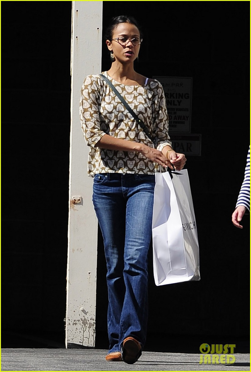 zoe saldana support global mom relay 012829856