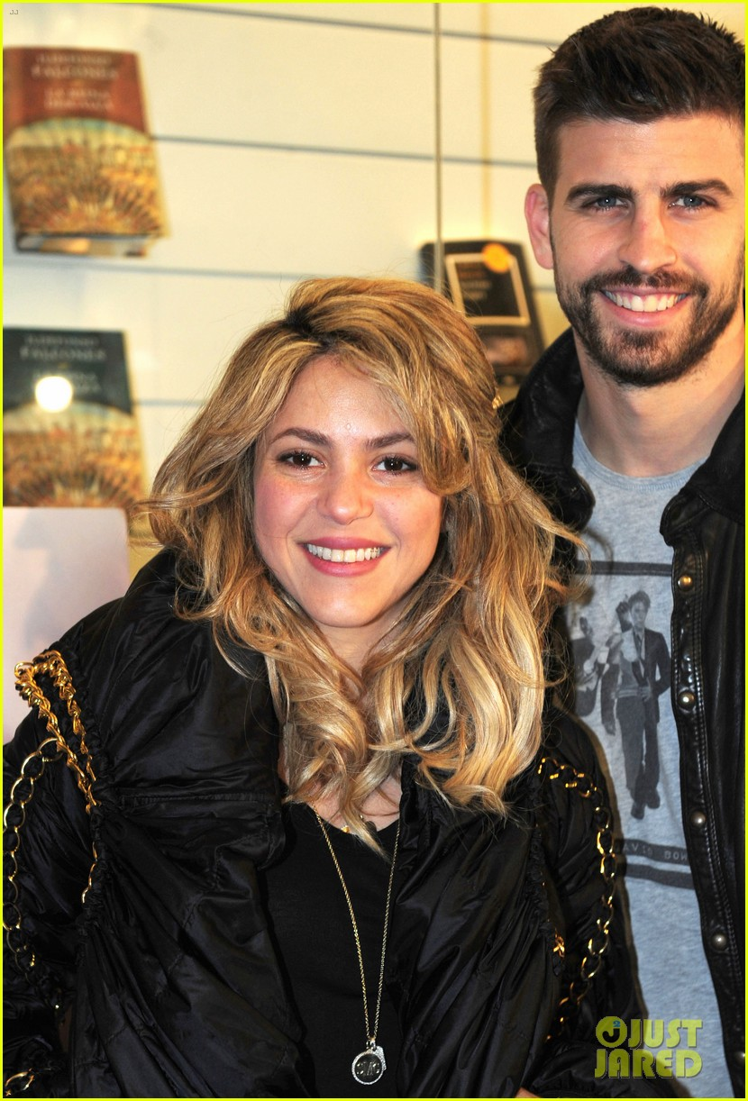 shakira gerard pique fantasme book launch 12