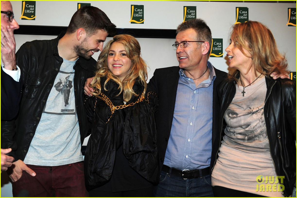 shakira gerard pique fantasme book launch 16