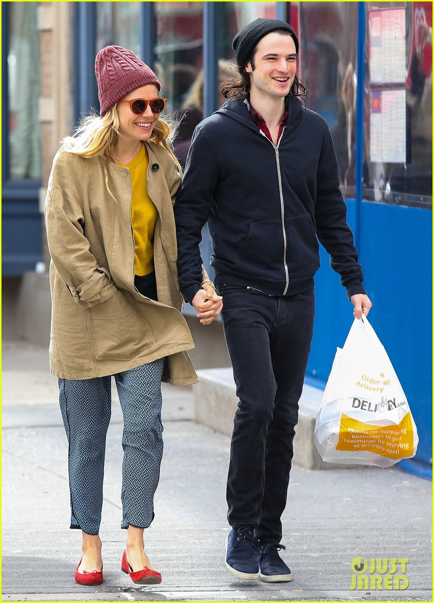sienna miller tom sturridge hold hands in nyc 08