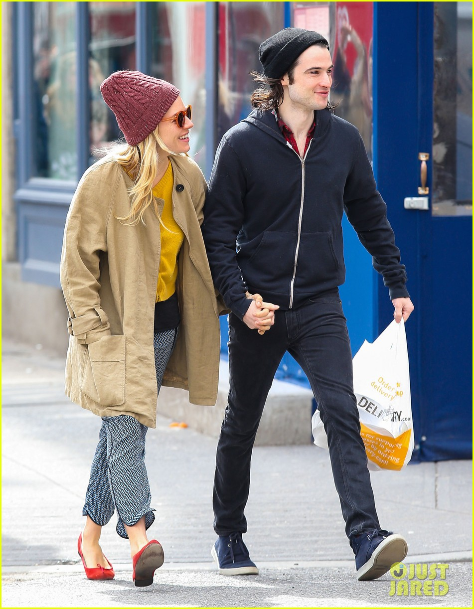 sienna miller tom sturridge hold hands in nyc 09