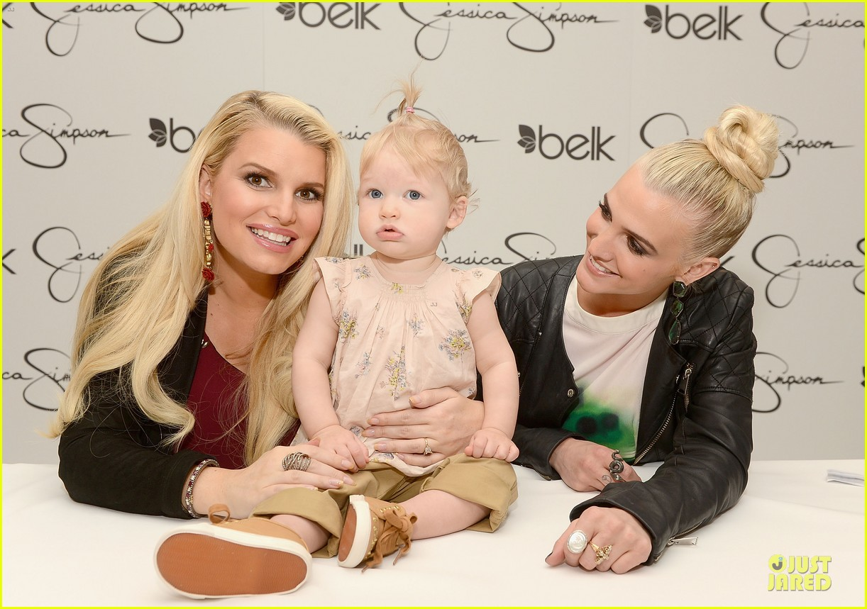 jessica ashlee simpson pelk southpark visit with maxwell 11
