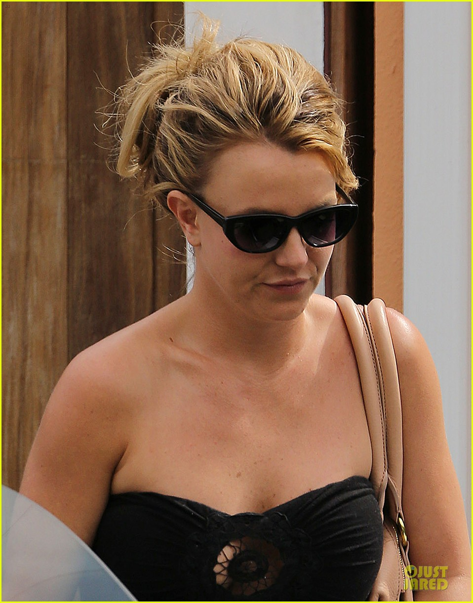 britney spears malibu visiting friend 07