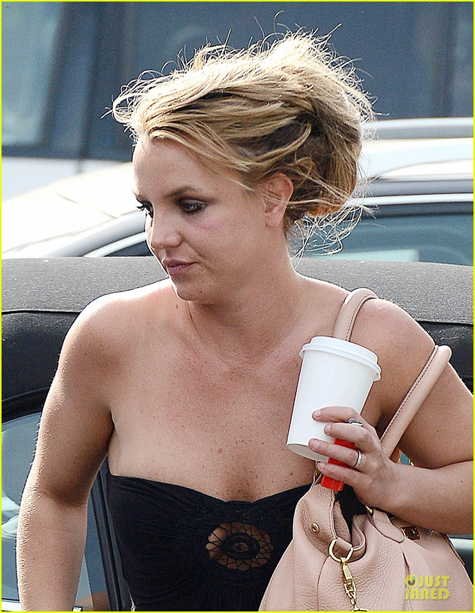 britney spears malibu visiting friend 08