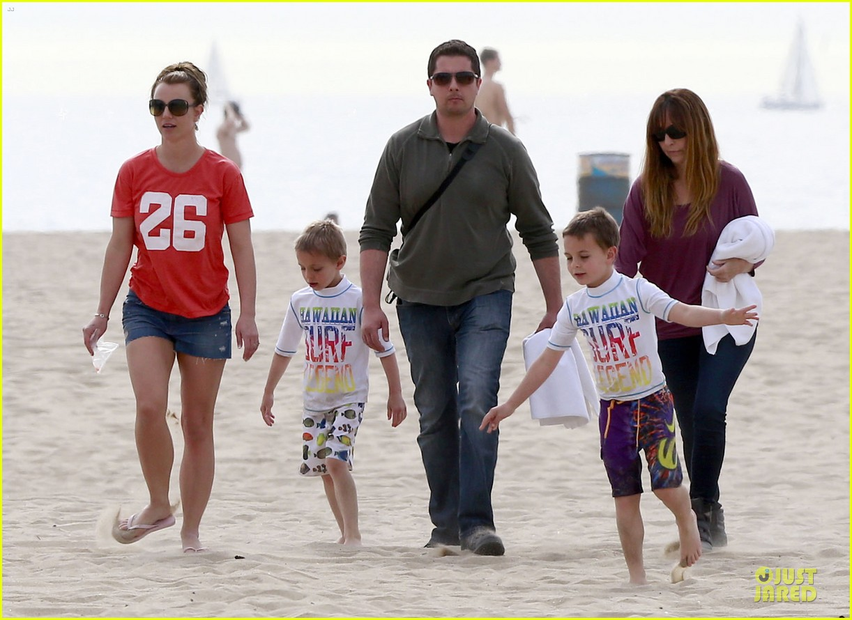 britney spears santa barbara beach day with the boys 16