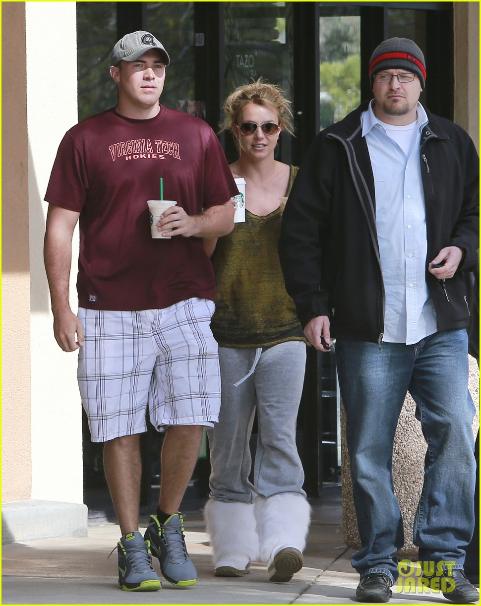 britney spears david lucado starbucks stop 03