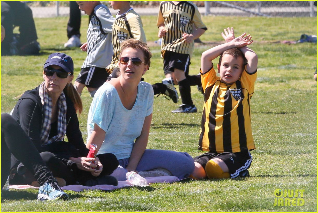 britney spears sunday soccer mom 29
