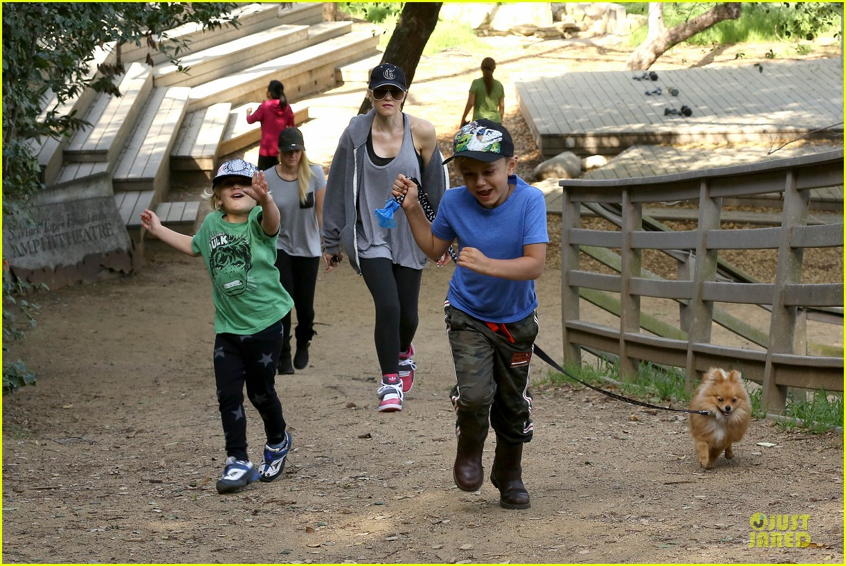 gwen stefani hiking with kingston zuma 012836230