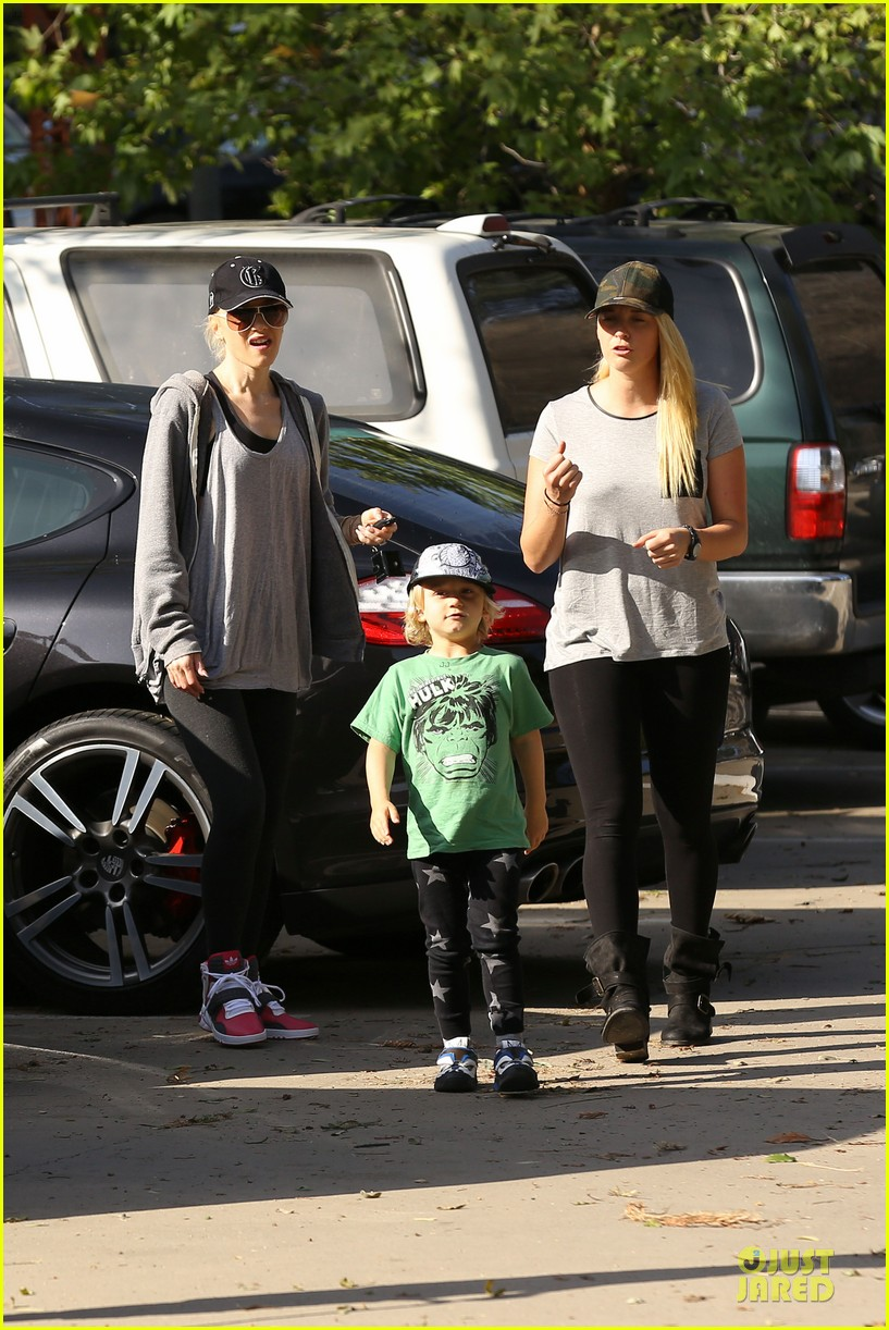 gwen stefani hiking with kingston zuma 182836247
