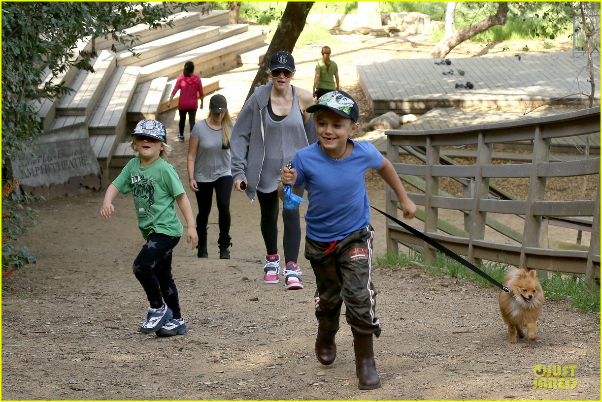 gwen stefani hiking with kingston zuma 192836248