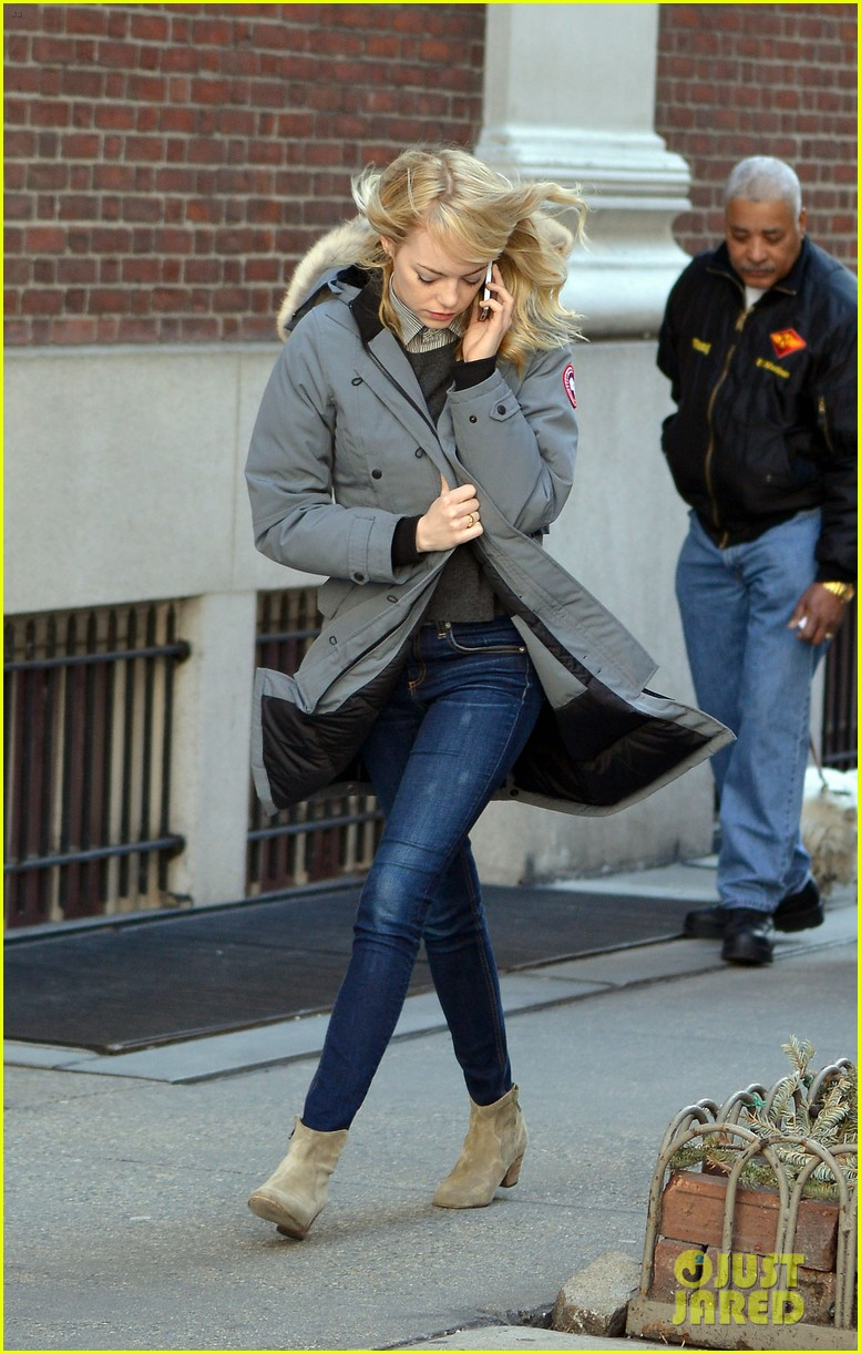 emma stone andrew garfield bundle up in canada goose 08