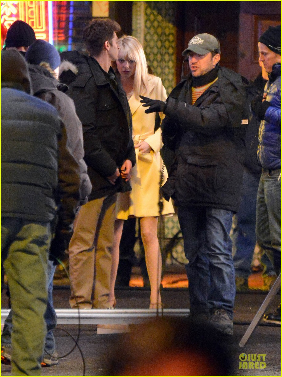 emma stone andrew garfield scene stealing couple on amazing spiderman 2 set 19