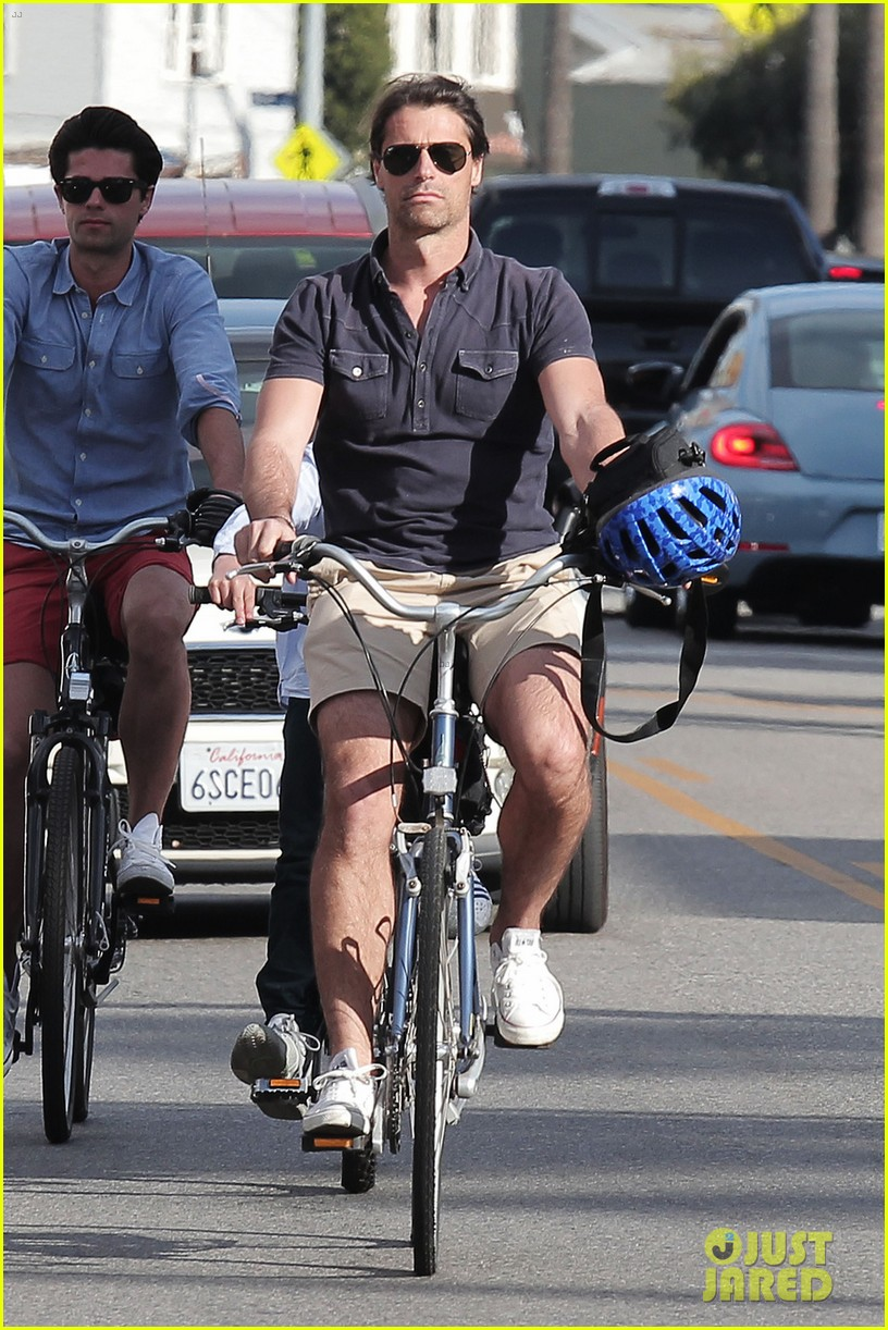 hilary swank laurent fleury bike riding duo 01