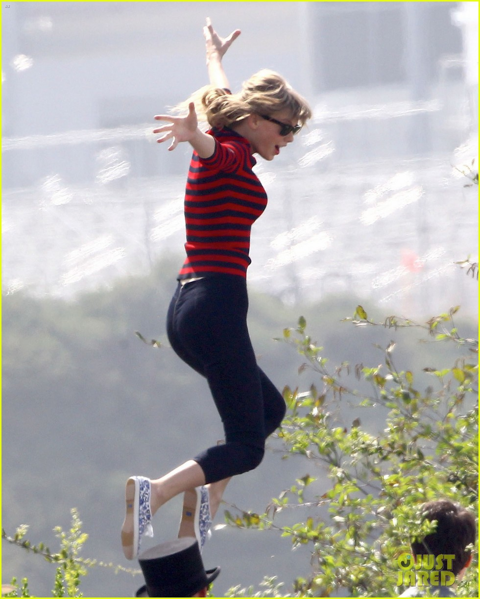 taylor swift trampoline jumper at photo shoot 07