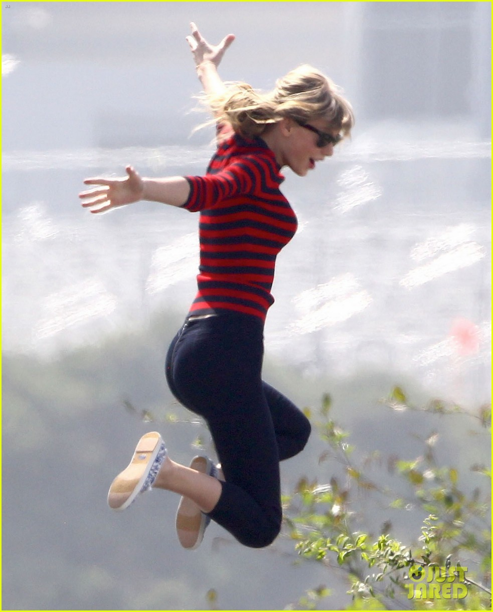 taylor swift trampoline jumper at photo shoot 08